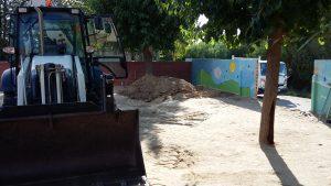 Obras en el arenero infantil del colegio